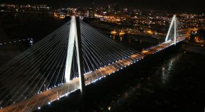 The Stan Musial Veterans Memorial Bridge lit up at night. (Credit: http://www.stltoday.com/)